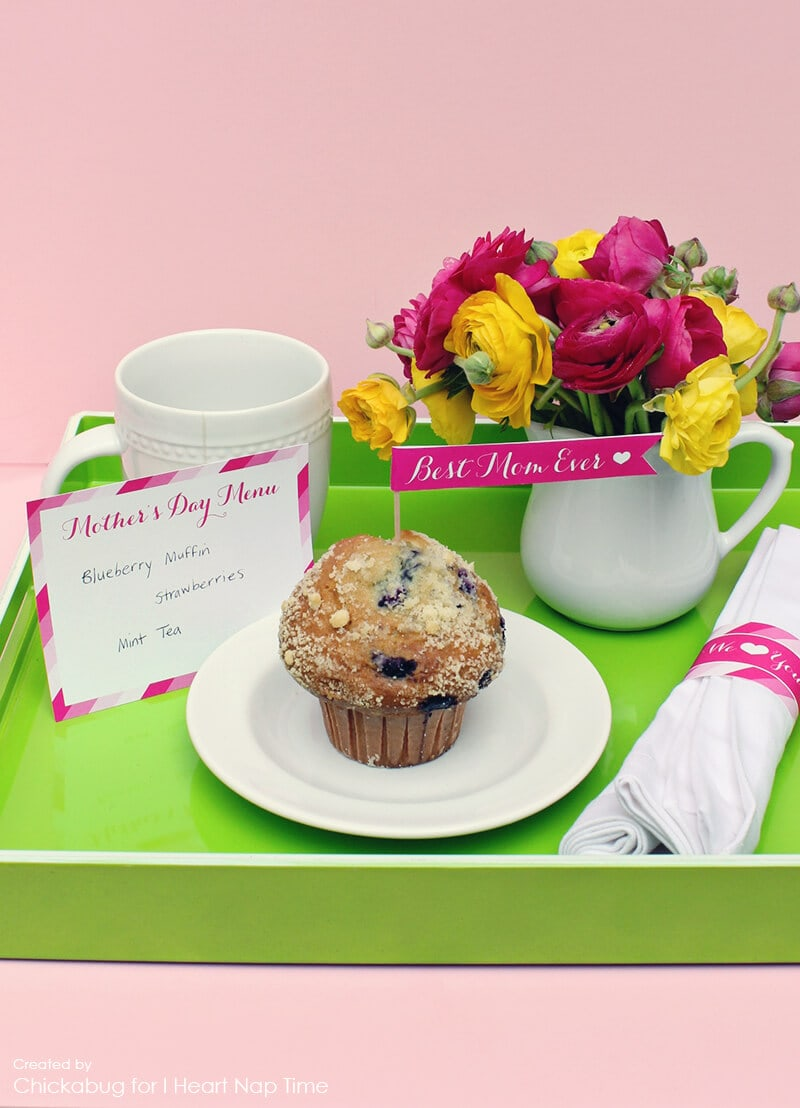 Mother's Day breakfast in bed printables on iheartnaptime.com