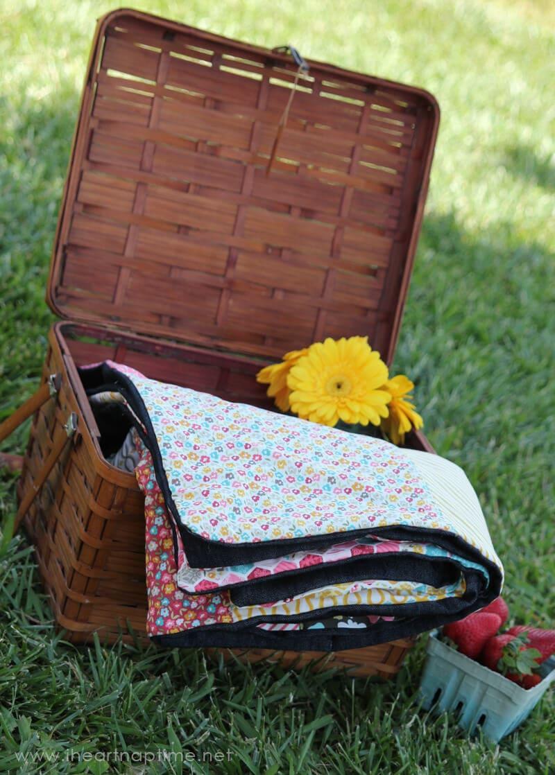 Easy Picnic Quilt on iheartnaptime.com