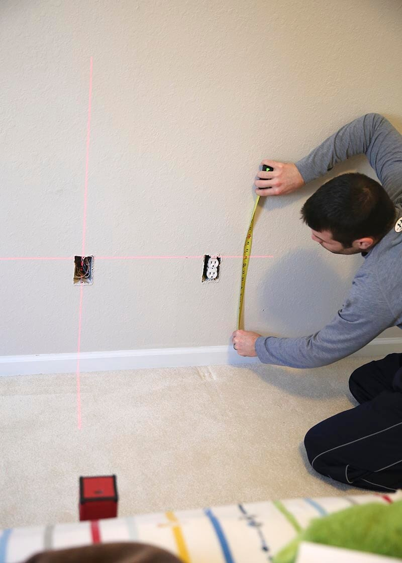 Measuring lines for a striped wall
