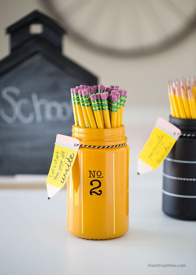 Pencil jar teacher gift idea with free printable -so cute and EASY!