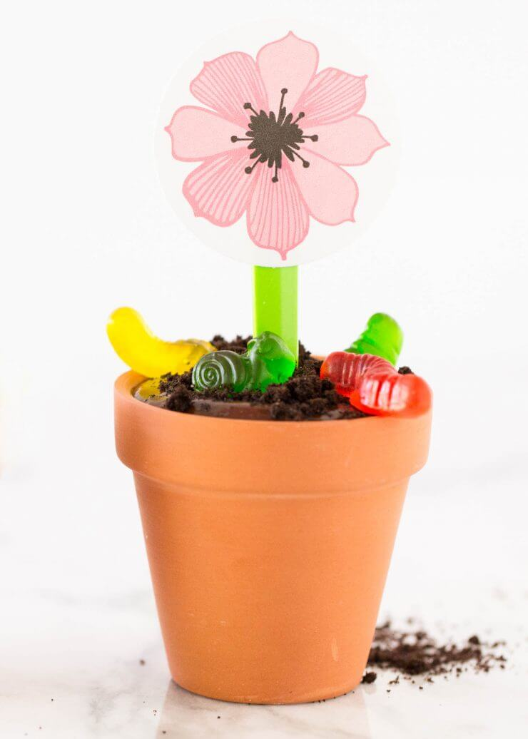 Flower pot OREO pudding cups... this no bake dessert couldn't be any easier or delicious!