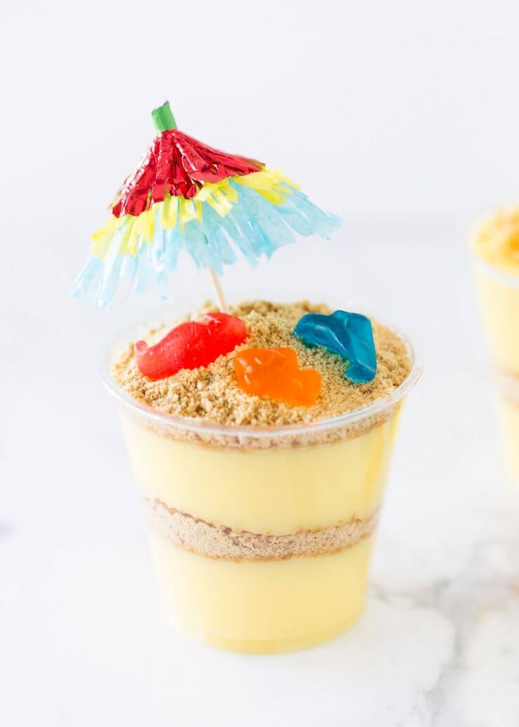 Beach pudding cups -SO cute! Perfect for a summer party.