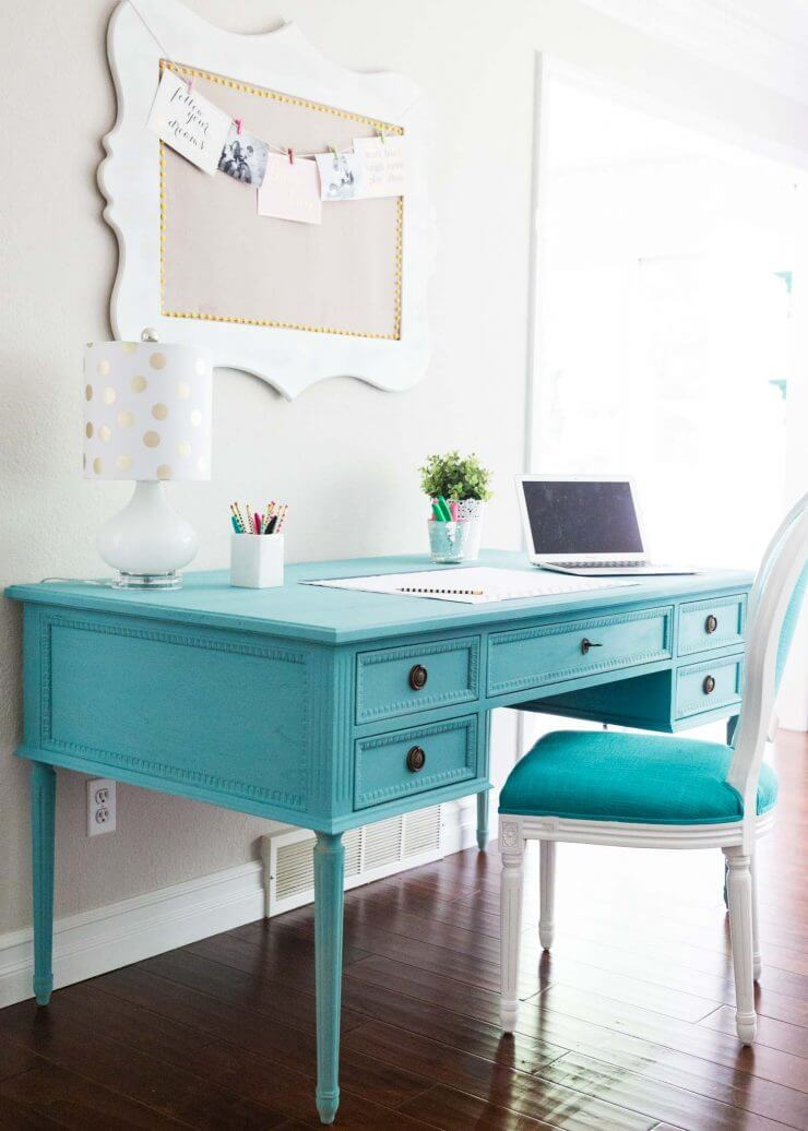Blue Chalk Paint Desk... a beautiful and easy DIY, adding the perfect pop of color to my home!