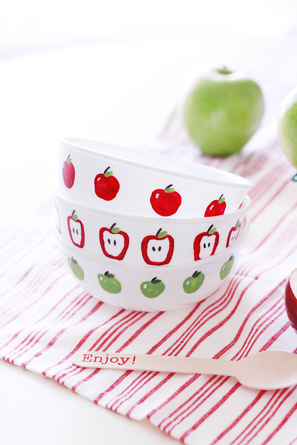 Have your kids help create these adorable Apple Fingerpaint Bowls, perfect for home decoration or a teacher's gift!