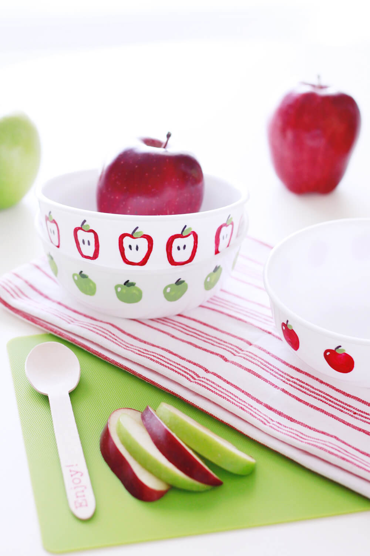 Apple Fingerpaint Bowls... an easy, kid-friendly DIY perfect for a teacher gift.