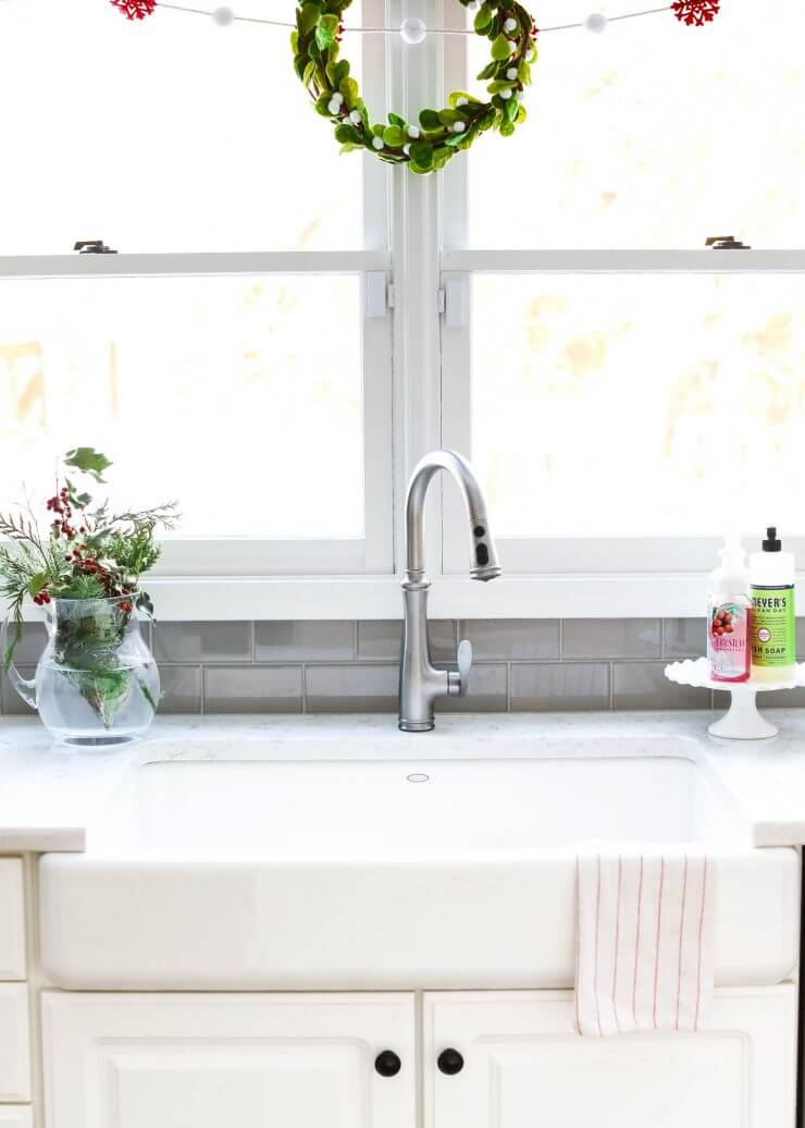 2016 Holiday home tour on iheartnaptime.net -Christmas kitchen sink