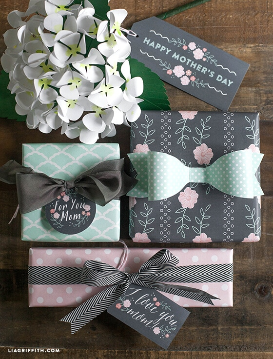 Mother's Day Gift Tags in Mint and Blush + 25 Free Mother's Day Printables - Beautiful and easy gift ideas to honor the women who make the world go round!