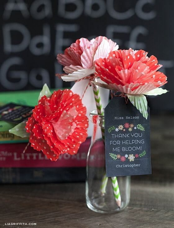 Teacher Appreciation DIY Flowers + 25 Handmade Gift Ideas for Teacher Appreciation - the perfect way to let those special teachers know how important they are in the lives of your children!