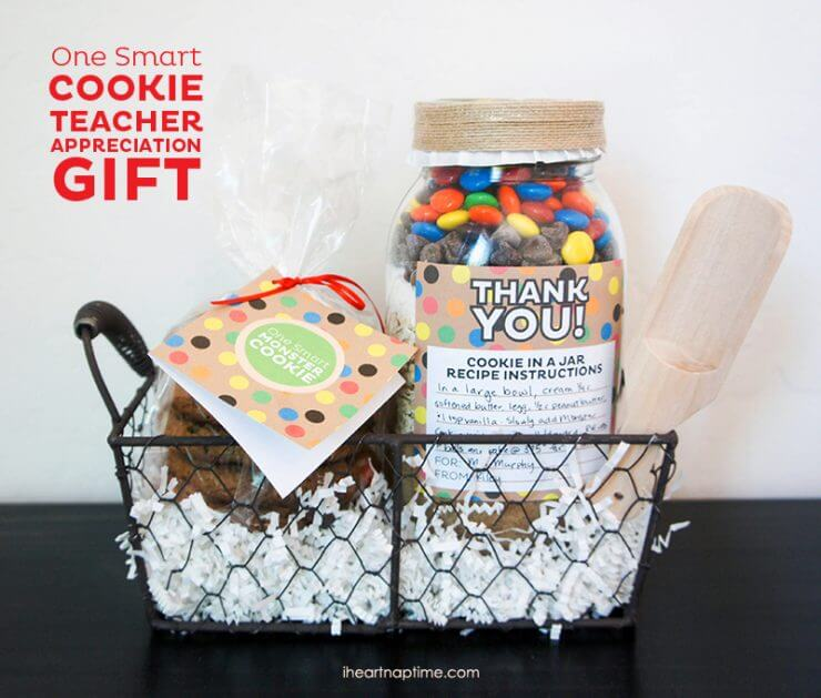 One Smart Cookie IHN + You-are-all-that-teacher-gift-idea-from-I-Heart-Nap-Time + 25 Handmade Gift Ideas for Teacher Appreciation - the perfect way to let those special teachers know how important they are in the lives of your children!